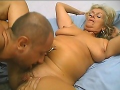 Flabby mature bitch gets saggy breasts sucked