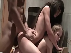 College teens have a bathroom threesome