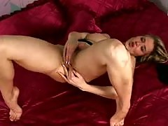 Horny Babe Jane Darling Stretching Her Beefy Lipped Hairy Pussy